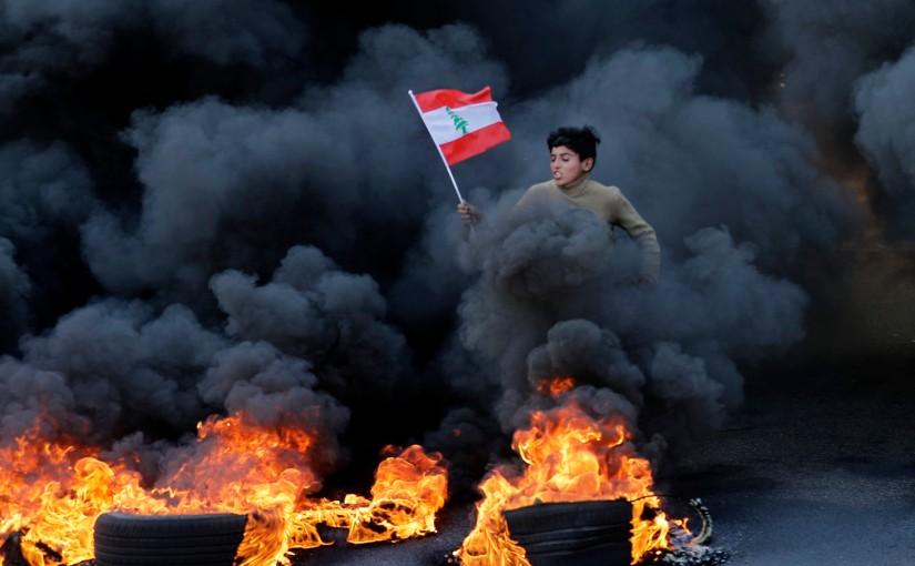 Urgent: Apocalypse Financière au Liban ! De nombreuses banques prises pour cible tandis que la situation économique s'effondre ![Vidéos]