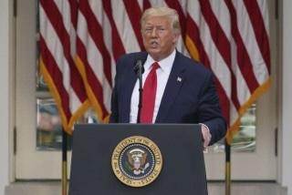 Trump signe un décret visant à soumettre Twitter etFacebook
